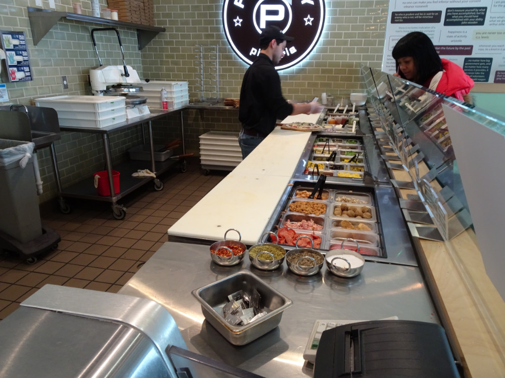 Pieology - Making Pizza's